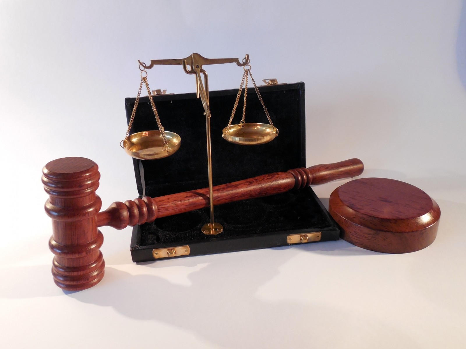 hammer-horizontal-court-justice-right-law-1