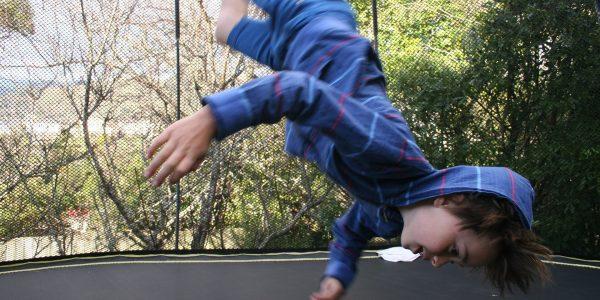 Jak bezpiecznie korzystać z trampoliny dla dzieci?