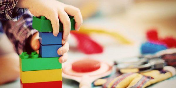 Jakie zabawki są odpowiednie dla dzieci?